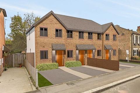2 bedroom terraced house for sale - Queens Park Road, Harold Wood