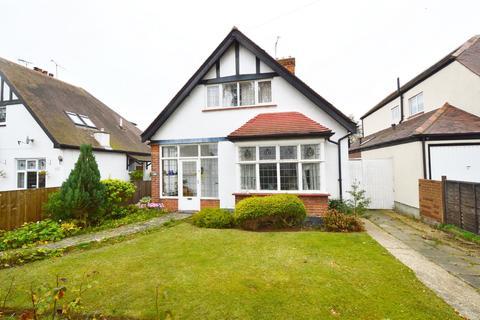 3 bedroom detached house for sale - Parkanaur Avenue, Thorpe Bay, Essex, SS1