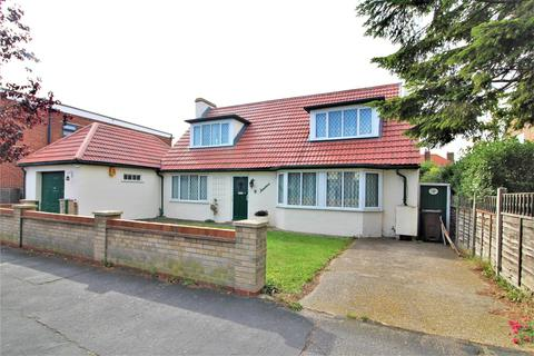 3 bedroom chalet for sale - Connaught Avenue, Frinton-On-Sea