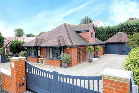 3 bedroom detached house for sale - Homefield Close, Epping, Essex