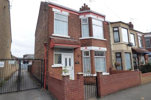 3 bedroom end of terrace house for sale - Kelvin Street, Hull