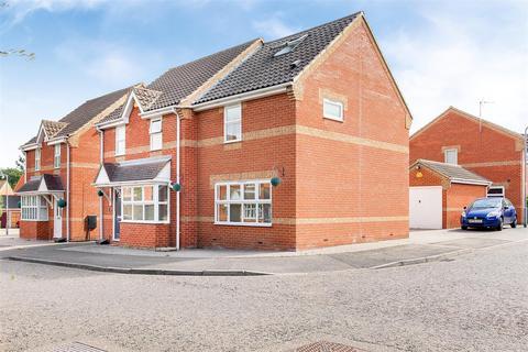 3 bedroom detached house for sale - Northampton Grove, Langdon Hills, Basildon
