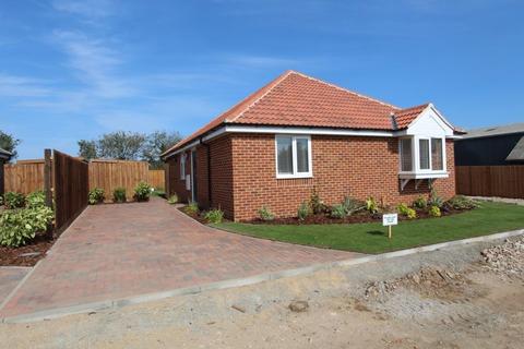 3 bedroom detached bungalow for sale - Foots Farm, Thorpe Road, Little Clacton, CO15