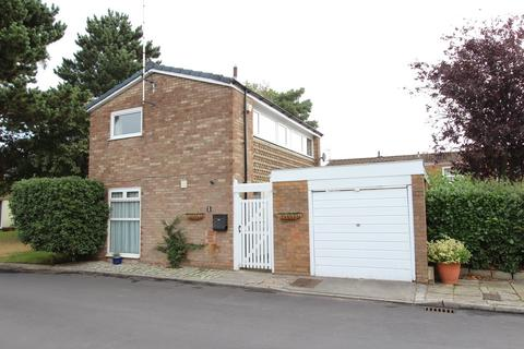 2 bedroom semi-detached house for sale - Elizabeth Court, Heaton Norris