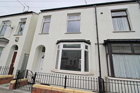 3 bedroom end of terrace house for sale - Gordon Street, Hull