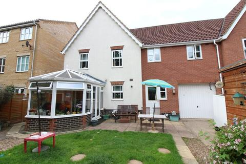 4 bedroom semi-detached house for sale - Beaufort Close, Norwich