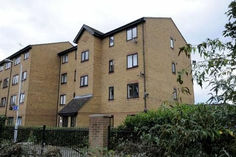 2 bedroom flat - Armoury Road, Deptford
