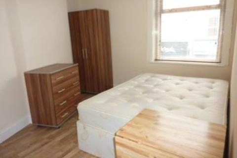 Flat to rent - High Road, Willesden NW10