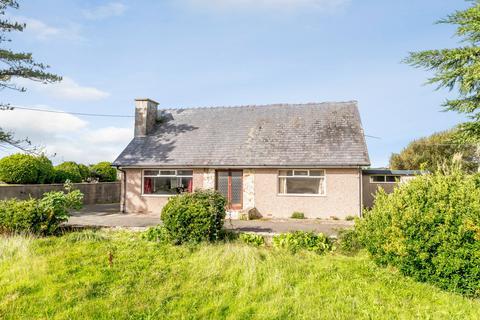 2 bedroom detached bungalow for sale - Morfa Bychan, Porthmadog, Gwynedd