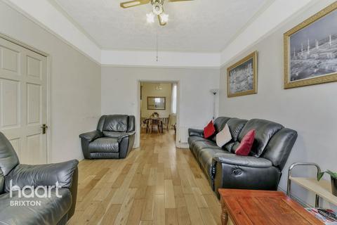 4 bedroom terraced house for sale - Landor Road, London