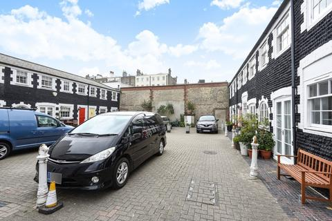 2 bedroom terraced house for sale - Bristol Road, Brighton, East Sussex, BN2