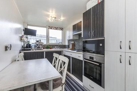 2 bedroom flat for sale - Ray Lodge Road, Woodford Green, Essex, IG8