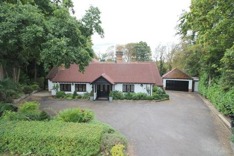 5 bedroom detached house for sale - Upper Woodcote Village, Webb Estate West Purley