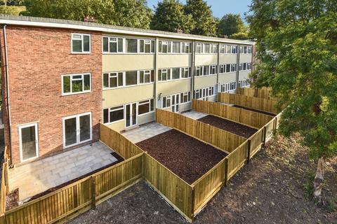 2 bedroom ground floor flat for sale - Queens Court, Brimscombe, Stroud