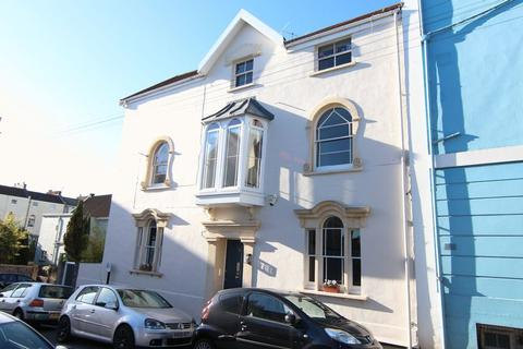 4 bedroom end of terrace house for sale - Anglesea Place, Clifton
