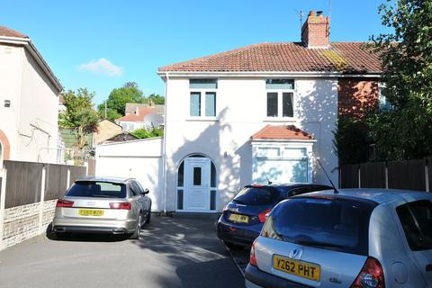 3 bedroom end of terrace house for sale - Airport Road, Hengrove, Bristol, BS14