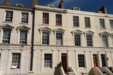Studio to rent - Norman Street