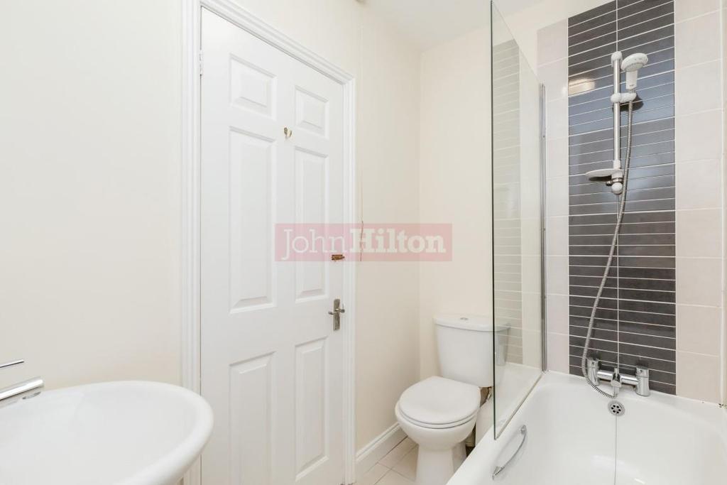 900. Bathroom.JPG