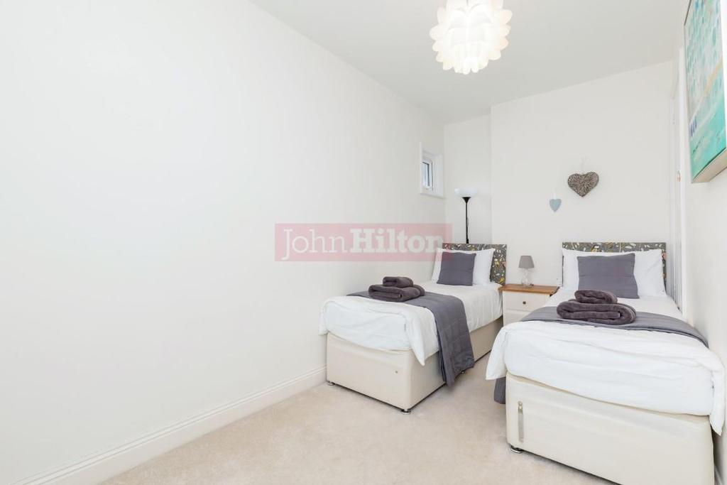 900. Bedroom 2.JPG