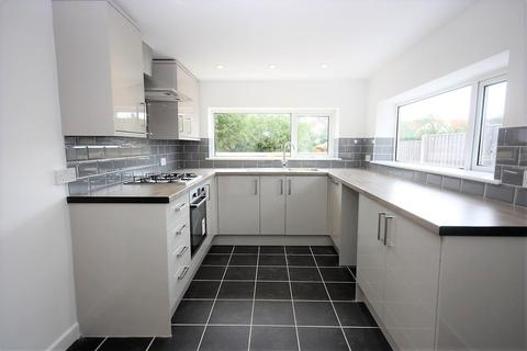 3 bedroom bungalow for sale - Refurbished With Southerly Garden, Lanehouse