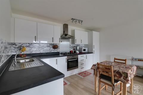 2 bedroom flat for sale - Schoolfield Way, Grays