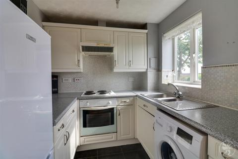 2 bedroom flat for sale - St Leonards Close, Grays