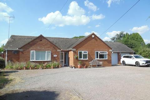 4 bedroom bungalow for sale - Robinscroft, Sandfields, Bromsberrow Heath, Ledbury, Gloucestershire, HR8 1NX