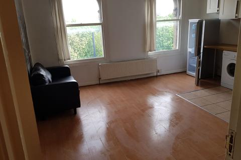 1 bedroom flat to rent - East India Dock Road, London, E14