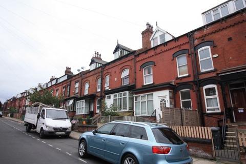 2 bedroom terraced house to rent - Bayswater Mount,  Leeds, LS8