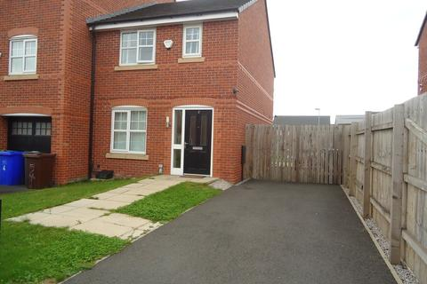 3 bedroom end of terrace house for sale - Barsham Close, Manchester