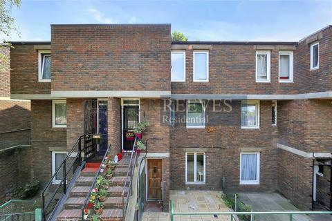 4 bedroom flat to rent - Staveley Close, London