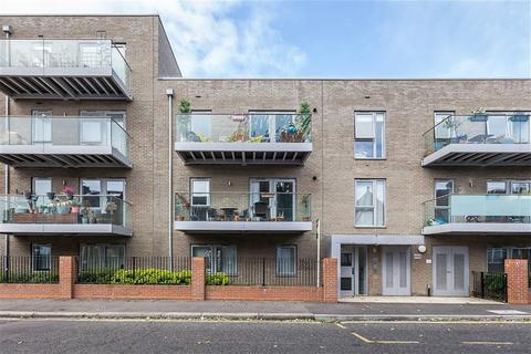 2 bedroom apartment to rent - 1B Hainault Road, Leytonsone
