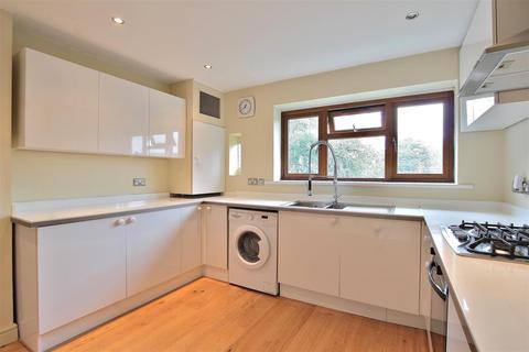 2 bedroom maisonette to rent - Trevor Close, Isleworth