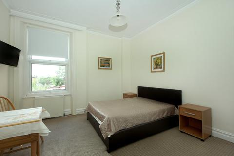 Studio to rent - Uxbridge Rd, W3