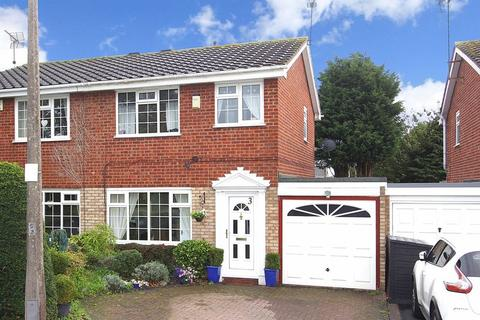 3 bedroom semi-detached house to rent - WOMBOURNE, Campion Close