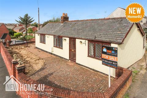 2 bedroom detached bungalow for sale - Nant Mawr Road, Buckley