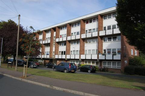 2 bedroom flat for sale - Hornbeam Close, Buckhurst Hill, IG9