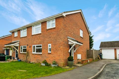 3 bedroom semi-detached house for sale - Periwinkle Close, Lindford GU35