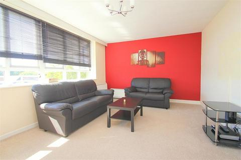 2 bedroom flat to rent - Wellesley Court, Bathurst Walk, Richings Park, Buckinghamshire
