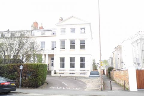 Office to rent - Winchcombe Street