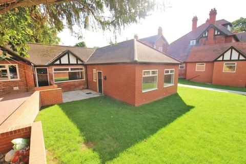 2 bedroom bungalow to rent - THE LODGE, ABBEY ROAD, GRIMSBY