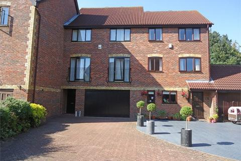 4 bedroom terraced house to rent - Redroofs Close, The Avenue, BECKENHAM