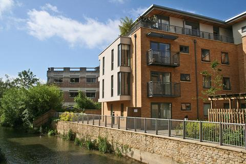 2 bedroom flat for sale - Woodins Way