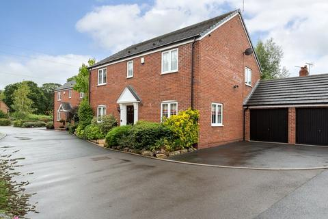 4 bedroom detached house for sale - Madeley Court, Madeley