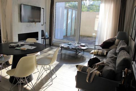 2 bedroom apartment to rent - Wolf House, High Street Kesington, W14