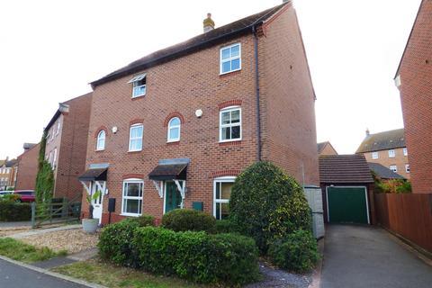 3 bedroom townhouse for sale - East Water Crescent, Hampton Vale, Peterborough