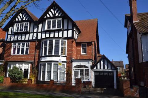 5 bedroom semi-detached house for sale - Cardigan Road, Bridlington, YO15