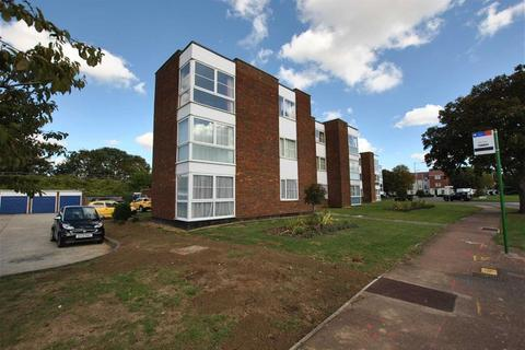 2 bedroom apartment for sale - Crispins, Thorpe Bay