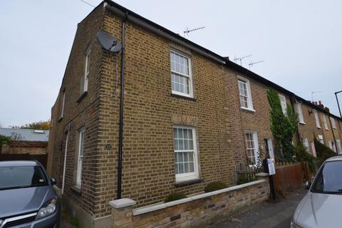 2 bedroom semi-detached house to rent - New Road, Brentford