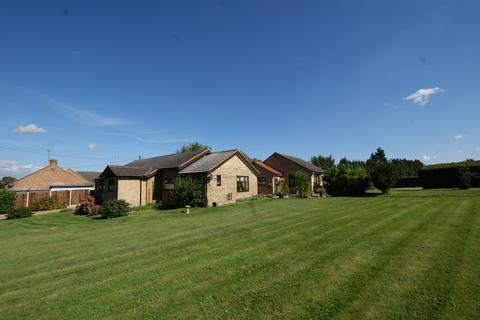 5 bedroom detached bungalow for sale - Longwater Lane, Norwich